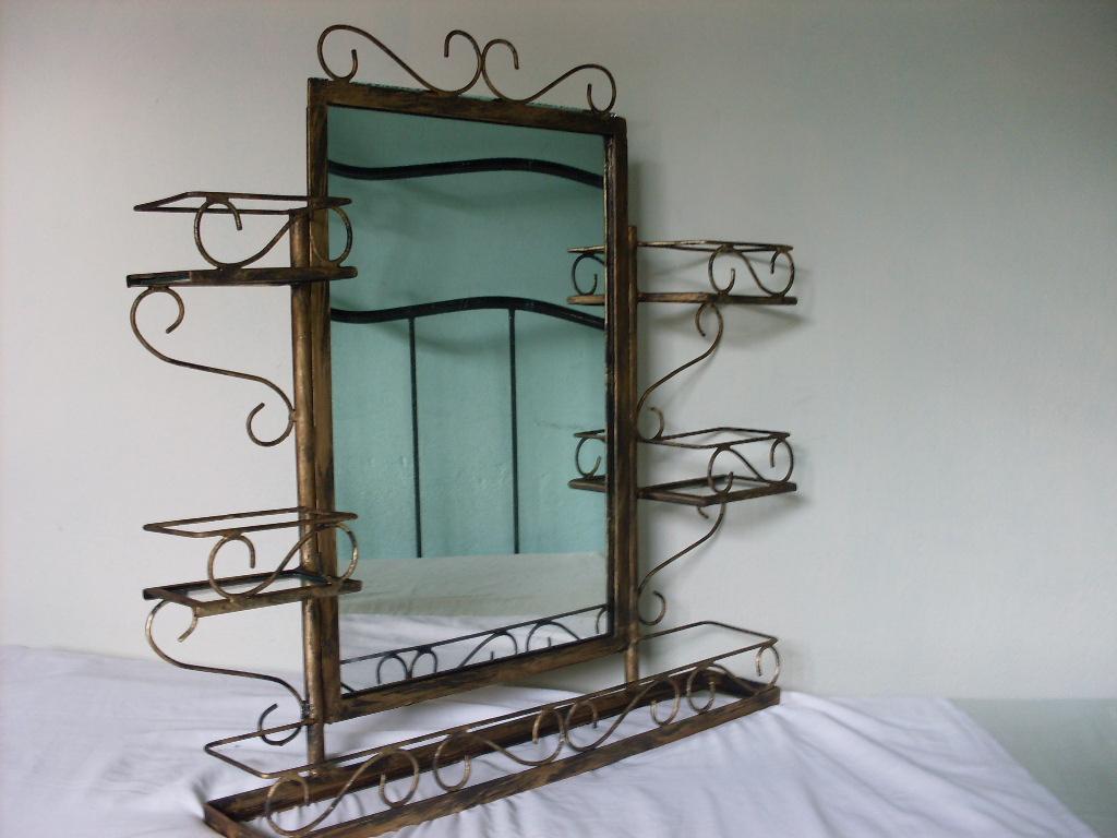 Beto Goteira  Arte Em Ferro Artesanal armario banheiro PP -> Armario De Banheiro Artesanal