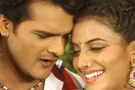 Khesari Lal & Akshara Singh 'A Balma Bihar Wala' Housefull In Bihar Cinema Hall
