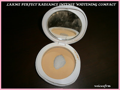 Lakme Perfect Radiance Intense WhiteningTM Compact Pan closeup, review and swatch