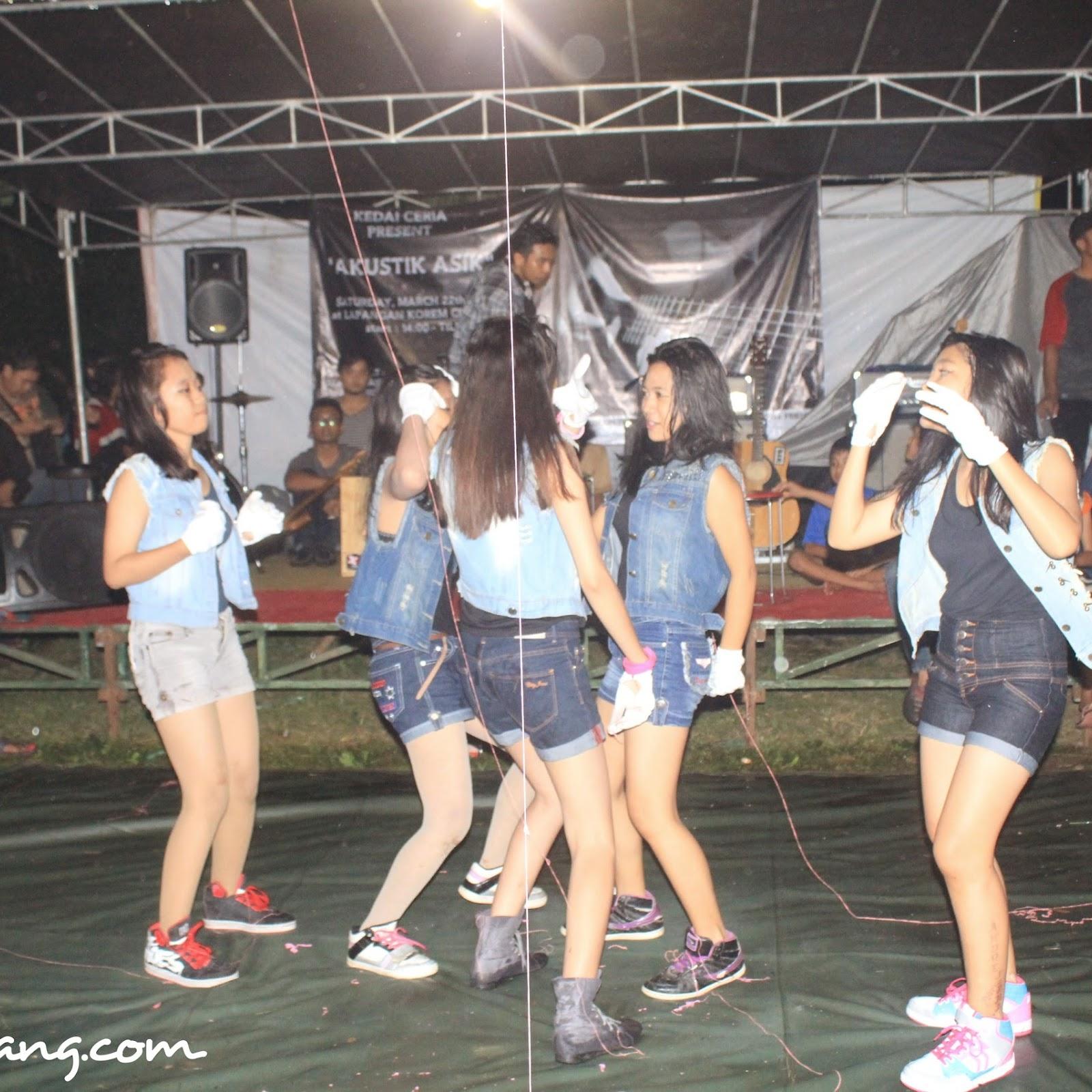 The Five Dance In Action at Kedai Ceria Kota Serang