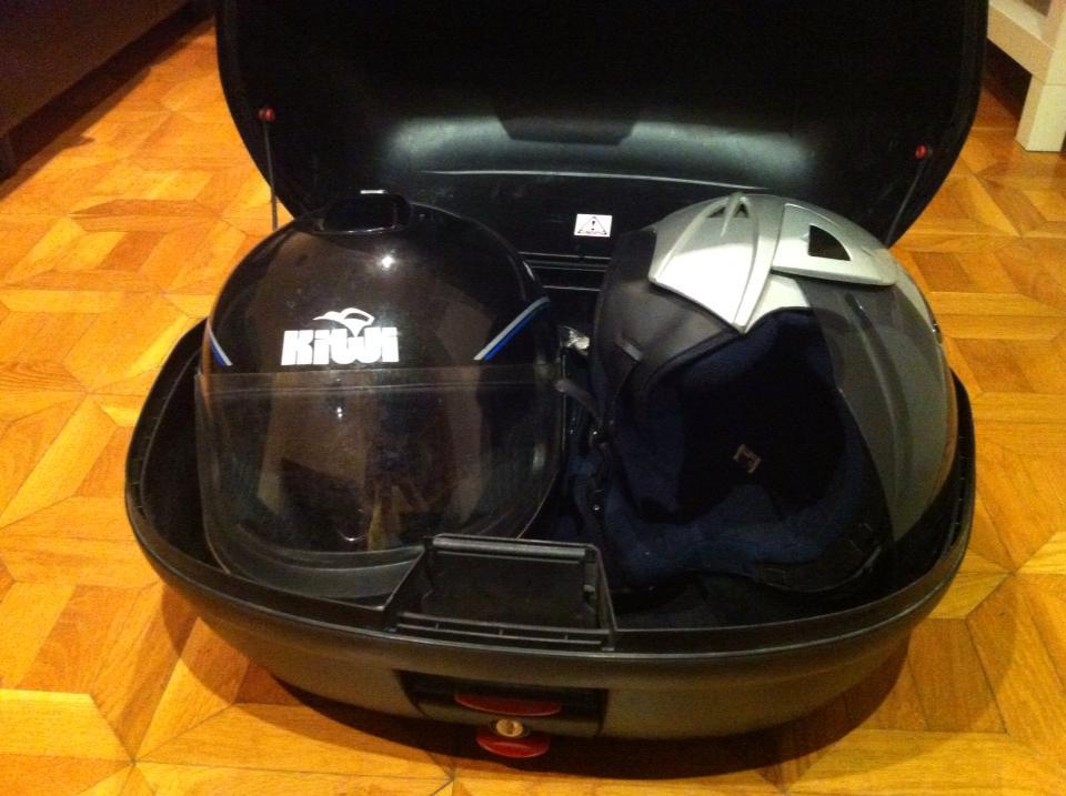 Maleta moto segunda mano baul 46 litros para 2 cascos de for Cascos de piscinas de segunda mano