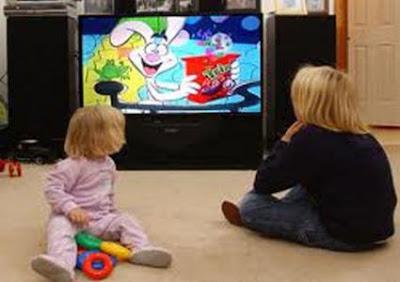التلفزيون.. خطر يهدد صحة الأطفال - اطفال يشاهدون التلفاز الكرتون الرسوم المتحركة
