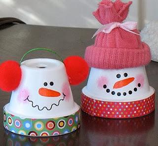 http://manualidadesnavidad.org/manualidades-de-navidad-munecos-de-nieve/