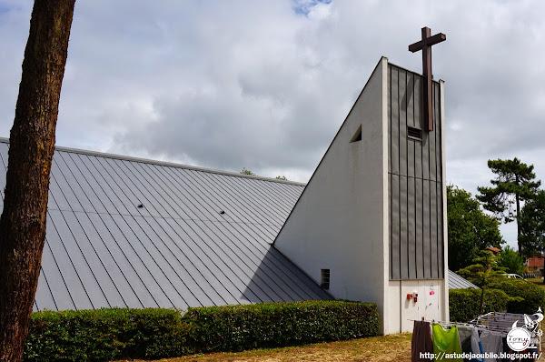 Lège-Cap-Ferret (Petit-Piquey) - Chapelle Notre-Dame-des-Pins  Architecte: François Pichet  Construction: 1971
