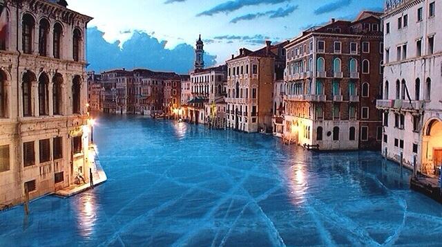 Imágenes surrealistas muestran como se vería Venecia si estuviera completamente congelada
