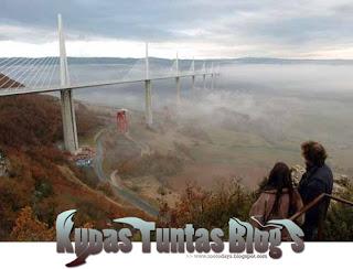 Millau Viaduct IV - [www.zootodays.blogspot.com]