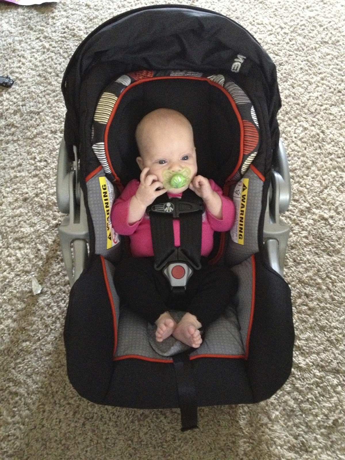 new age mama baby trend inertia car seat review. Black Bedroom Furniture Sets. Home Design Ideas