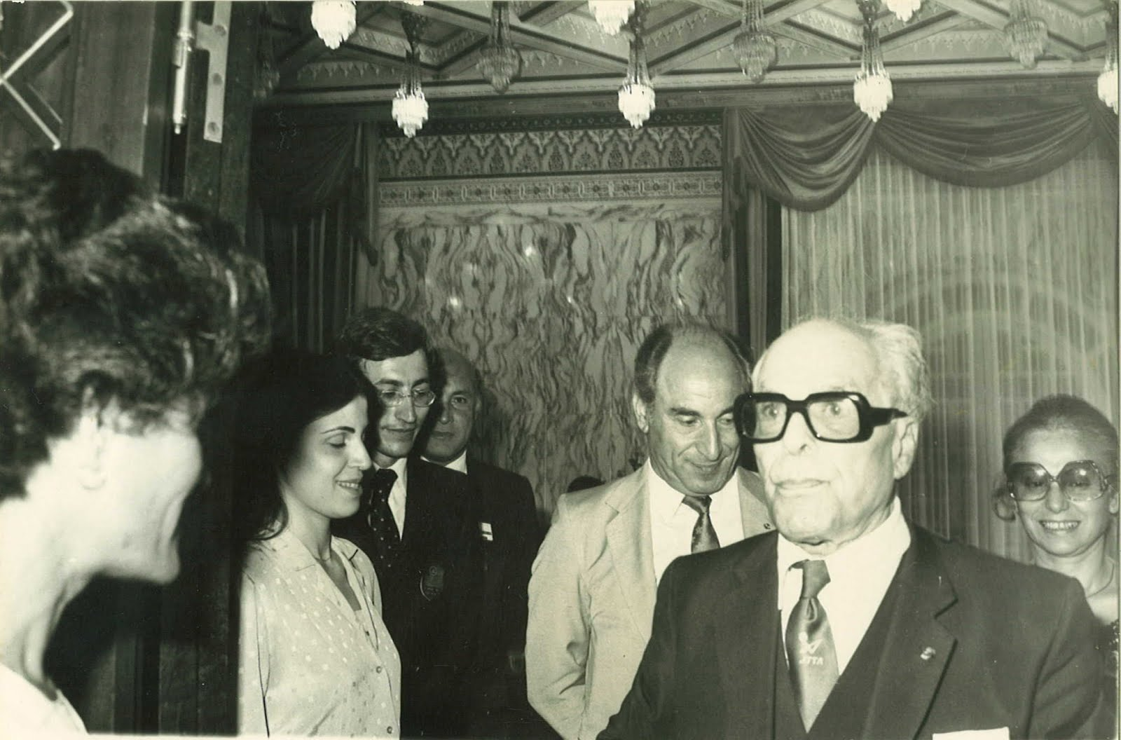 Habib Bourguiba savourant une de ses fameuses réflexions historiques