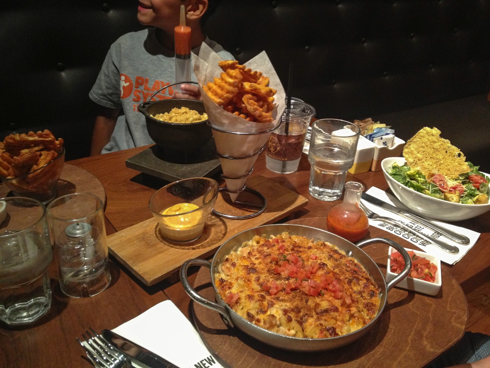max brenner, max brenner las vegas, chocolate by the bald man, gourmet mac and cheese, southwestern caesar salad, waffle fries,