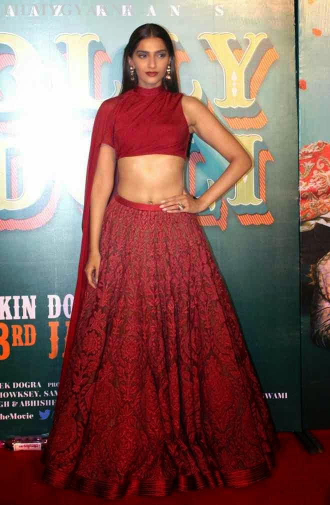 sonam kapoor latest spicy pics