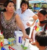DiputadaCalkini SILVIA AVILES apoya con despensas Municipio Calkiní. 7dic11.