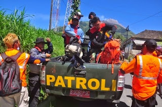 Foto Jenazah Eri Yunanto Berhasil Dievakuasi Tim SAR dari Kawah Merapi