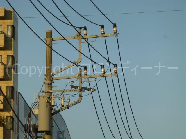 相模大野駅付近にて、Fアームによる2回線併架だというのに、珍しく上下で分離したやつを発見!w