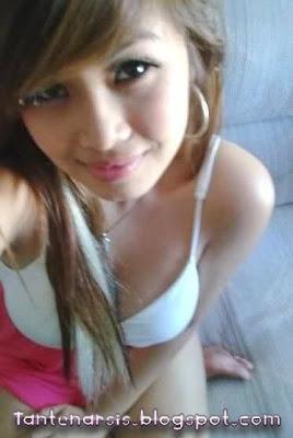 Foto Seksi Tante Girang Muda Toge Montok