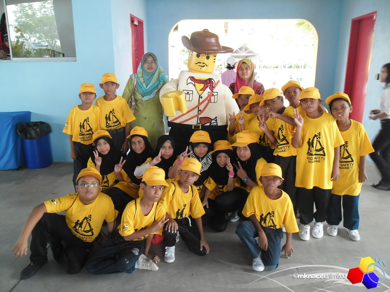 UEM Land Holdings Bhd and Edaran Tan Chong Motor Sdn Bhd Road Safety  Programme 2013 di Legoland Malaysia. Sekolah Iqa dapat jemputan untuk ke  legoland hari ... d48e2397ad