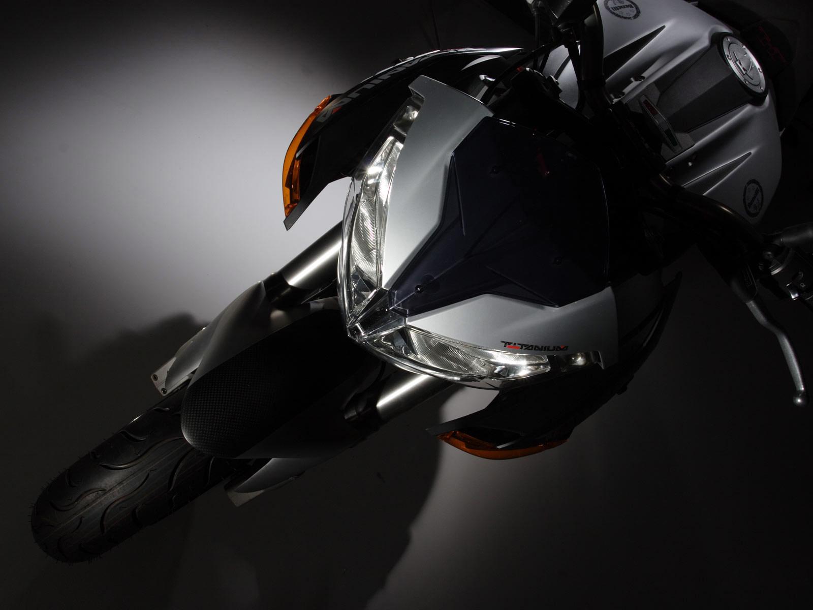 http://2.bp.blogspot.com/-pQgaawZZq0U/TqtyqvRuRYI/AAAAAAAACzQ/uOz5SoTpG2g/s1600/2006_benelli_tnt_titanium_motorcycle-desktop-wallpaper_4.jpg