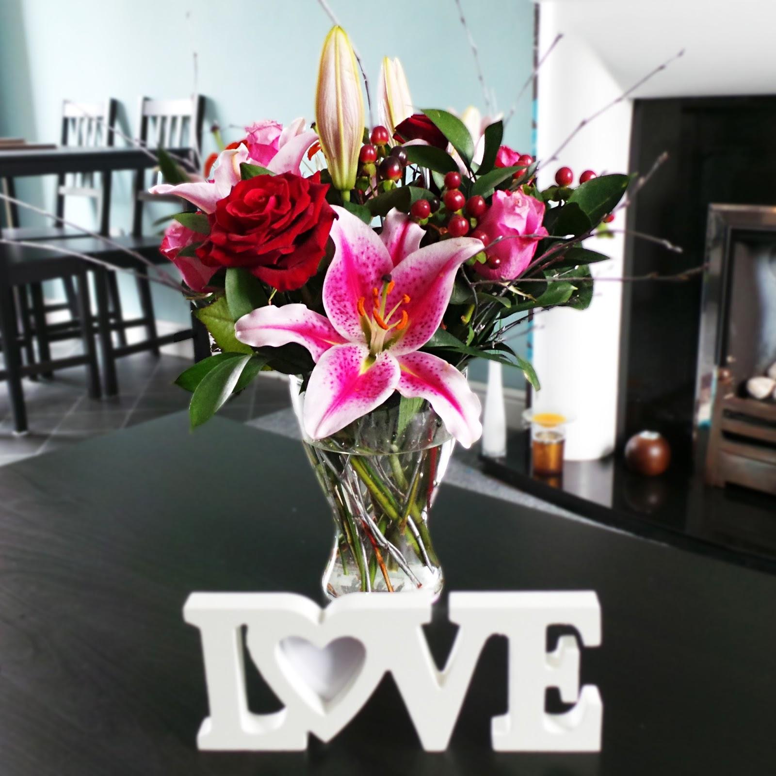 Lauras all made up uk beauty fashion lifestyle blog debenhams debenhams christmas flower bouquet review 40 off discount code debenhams flowers review izmirmasajfo