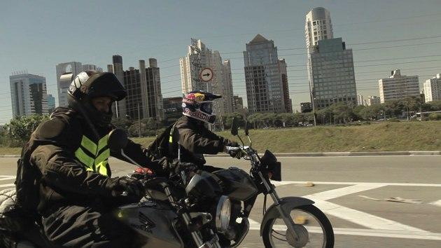 Locação de motocicleta do empregado é lícita se regulamentada por norma coletiva