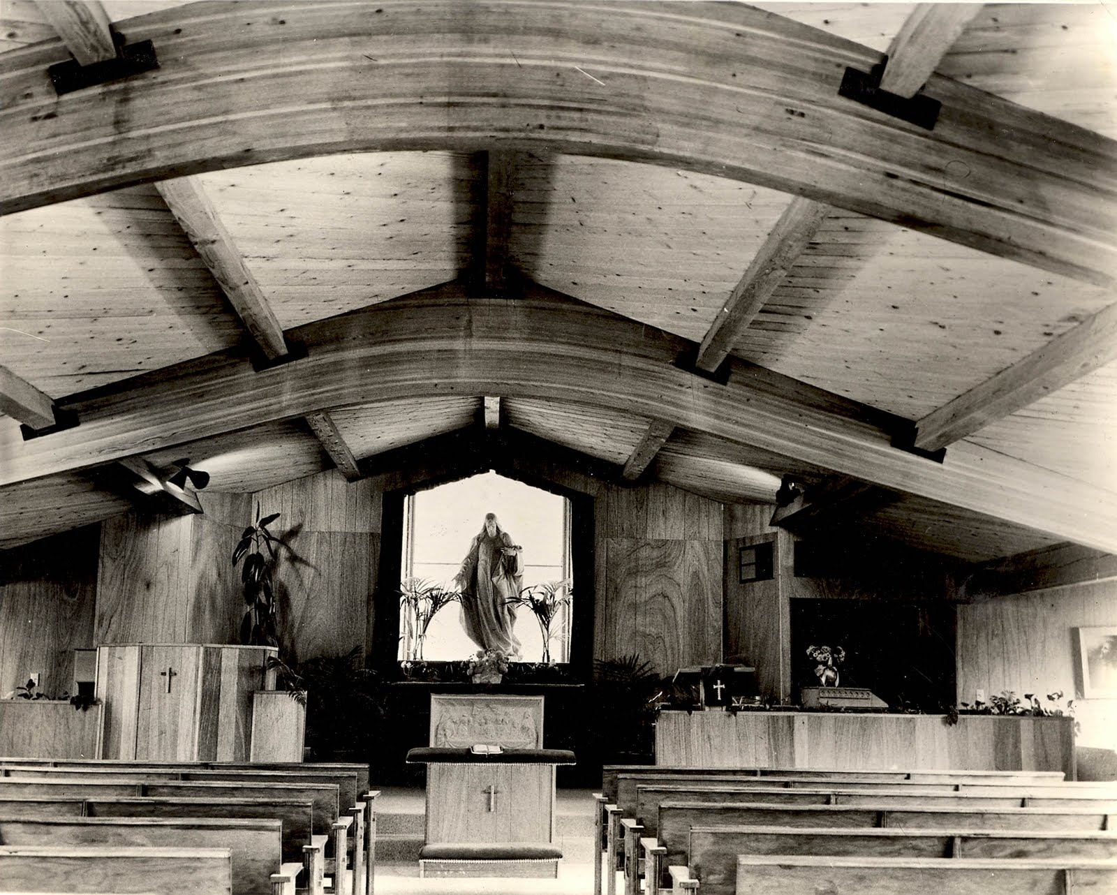 The Chapel Was Located Back From Street In Rancho Like Setting Western Film And Recording Stars Dale Evans Roy Rogers Were Important Supporters