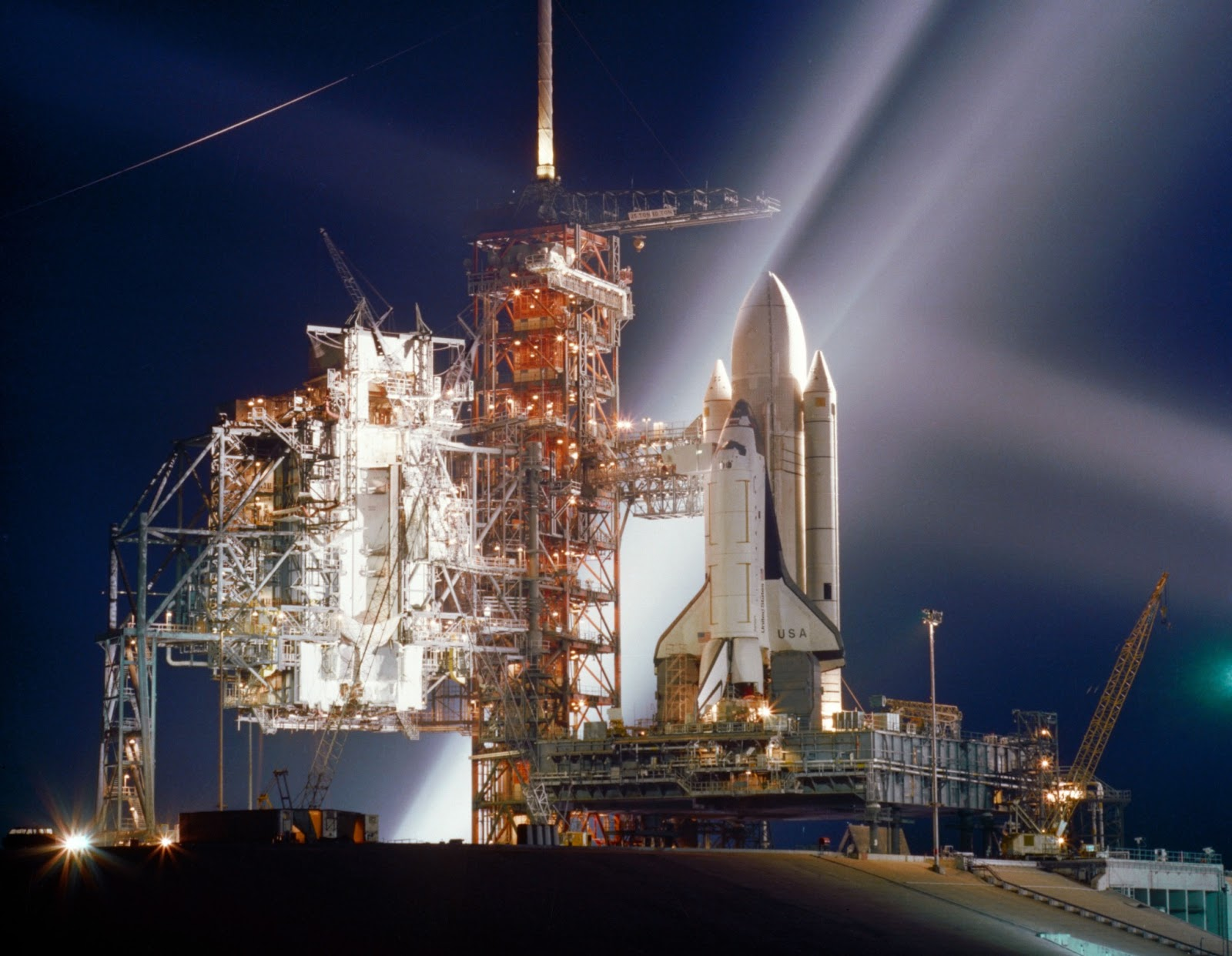 Space Shuttle Discovery (OV 103) Interactive Virtual Tour