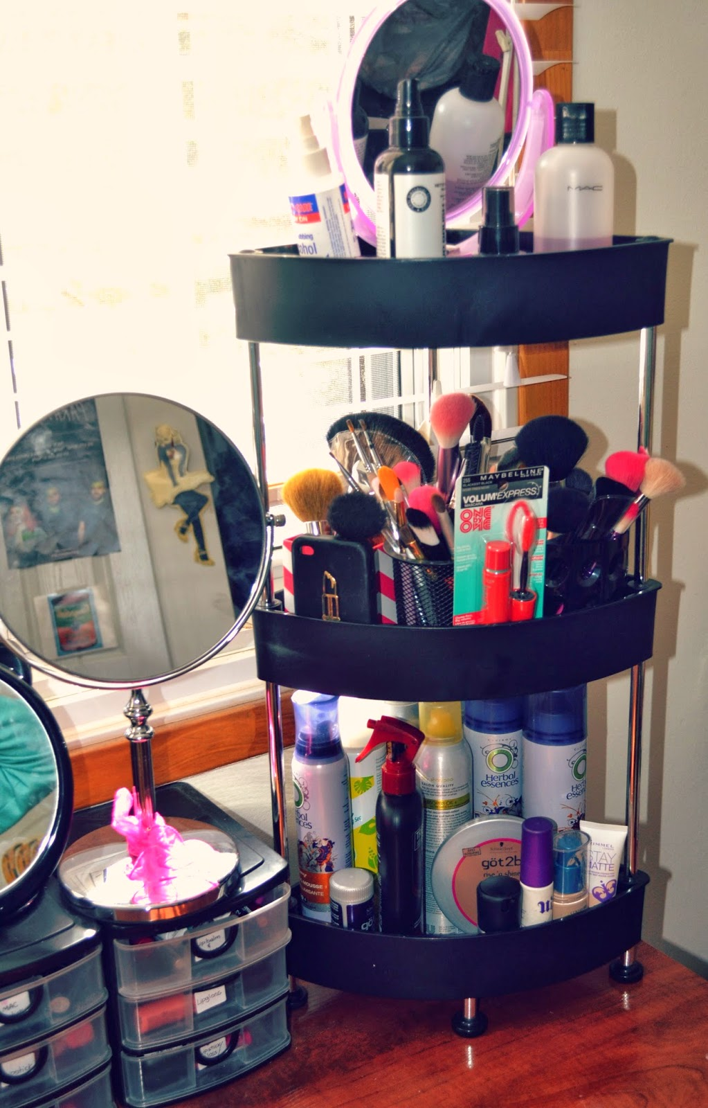 Here Is A More In Depth Look At Whatu0027s Inside My Makeup Containers!