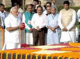 PM Modi paying homage to Gandhiji