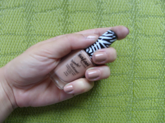 Recenzja lakierów do paznokci Safari Colour i Mollon