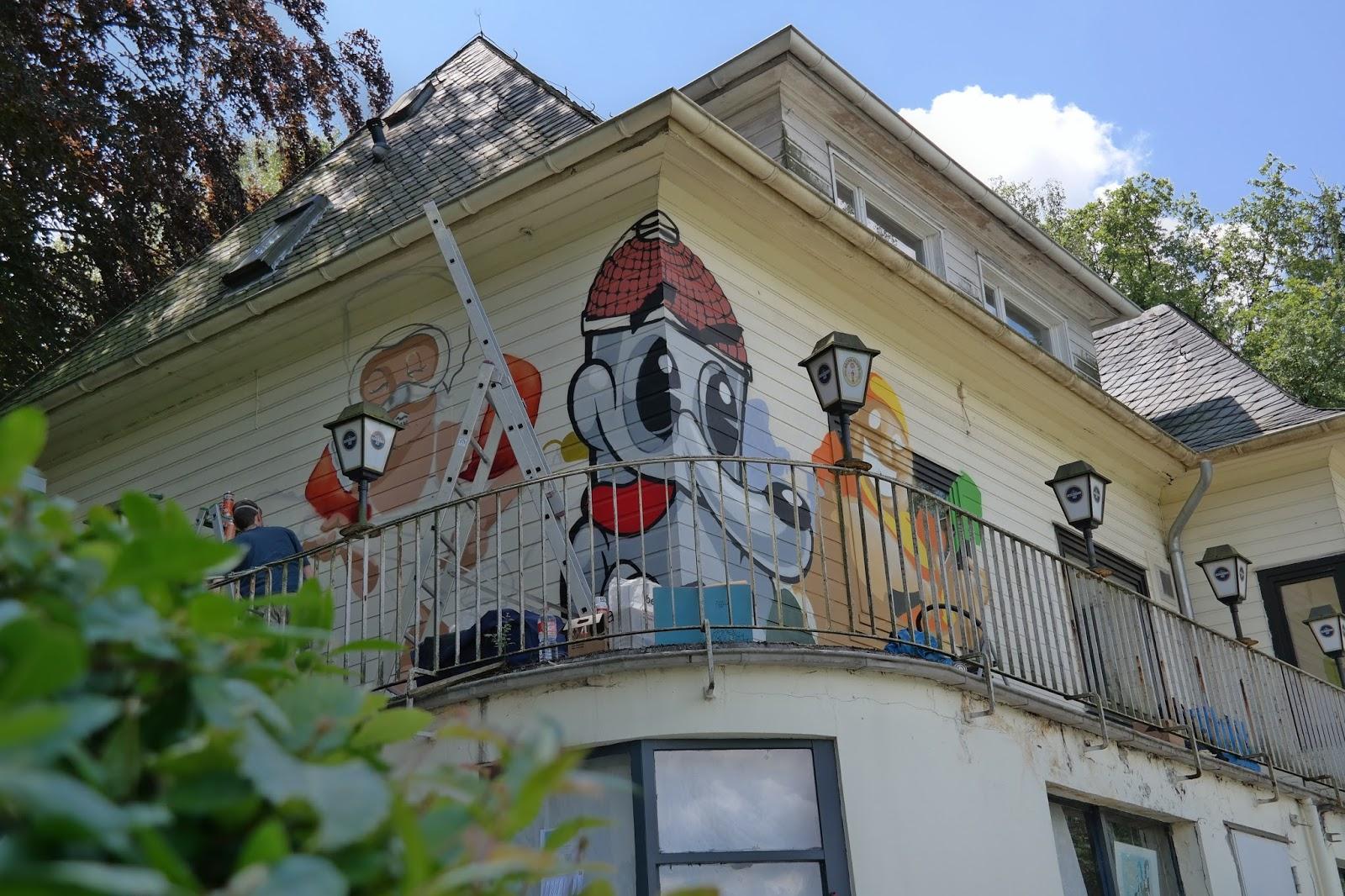 streetart am freibad eckbusch in wuppertal ein haus wird bunt viele bilder und ein video. Black Bedroom Furniture Sets. Home Design Ideas