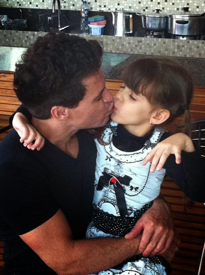 Eduardo Costa passa o dia com o grande amor de sua vida