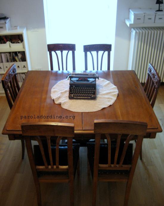 paroladordine-unastanzaalmese-studio-scrivania