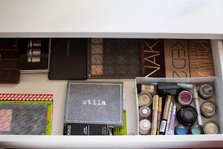 makeup collection, spring cleaning , eyeshadow palttes