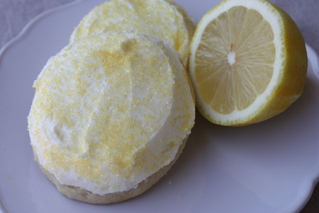 Cookie Crazed Mama: Frosted Soft Lemon Cookies