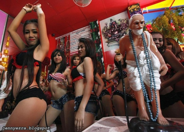 upacara agama yang paling sexy di dunia