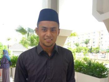 Aidil hadir proses sulh hak penjagaan 2 anak, SEREMBAN: Pemain bola sepak kebangsaan, Mohd Aidil Zafuan Abdul Radzak hadir di Mahkamah Tinggi Syariah, di sini, semalam, bagi proses sulh hak penjagaan dua anak lelakinya.