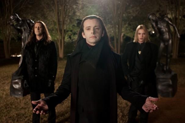 The Twilight Saga: Breaking Dawn Part 2 three vampires in a circle movieloversreviews.blogspot.com