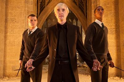 Nova foto de 'Relíquias da Morte - Parte 2' mostra Draco e comparsas no incêndio da Sala Precisa | Ordem da Fênix Brasileira