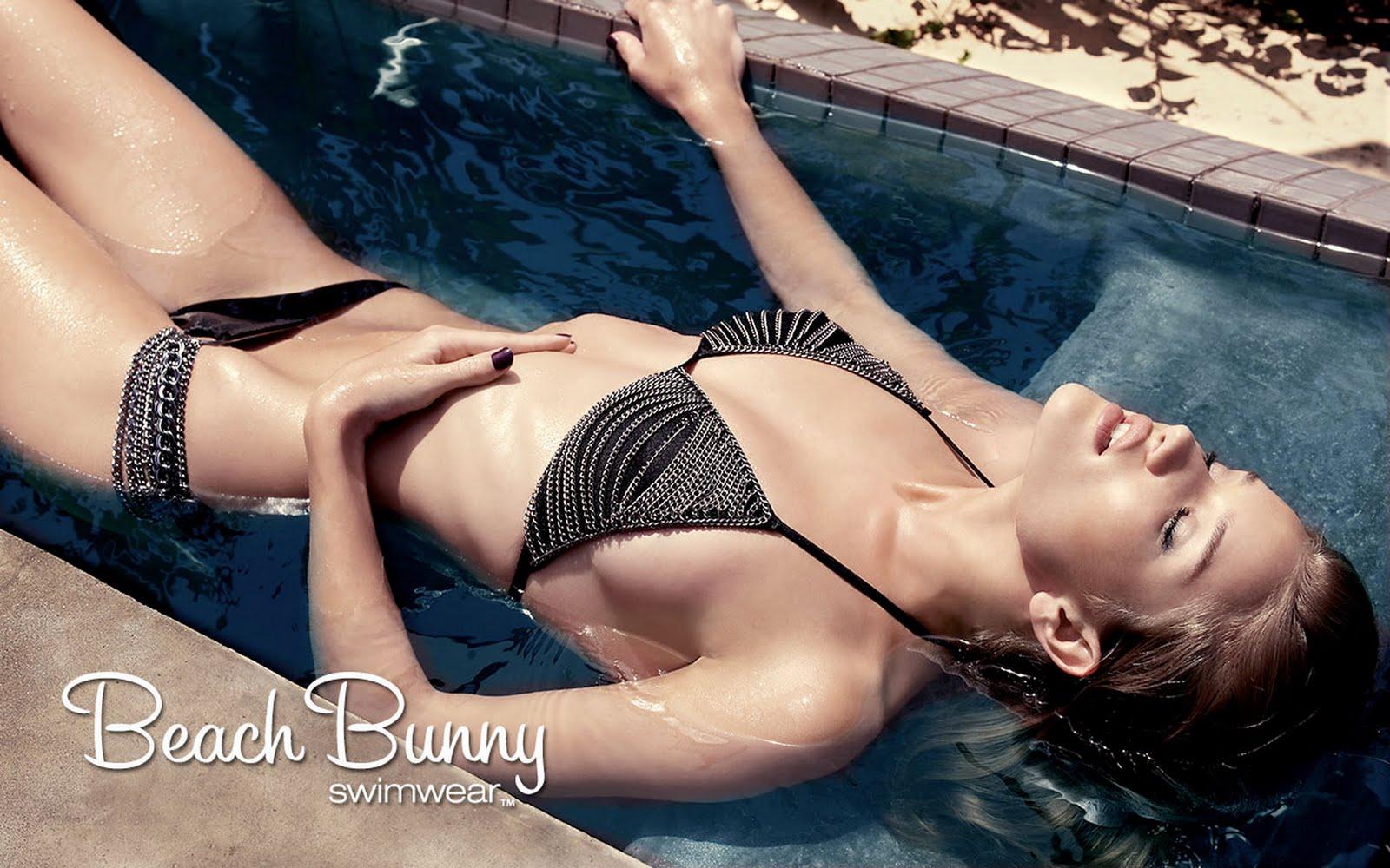 http://2.bp.blogspot.com/-pSpUROjF0k0/TmK4NOv6cmI/AAAAAAAAEpo/70rugxxn5Ds/s1600/Rosie_Huntington_Whiteley_Beach_Bunny_Swimwear_Photos.jpg