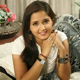 Bhojpuri Actress Kajal Raghwani at Home Pictures.jpg