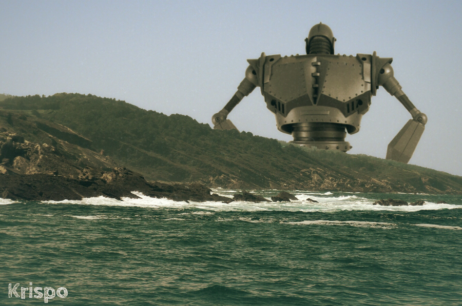 espalda del gigante de hierro tras montaña