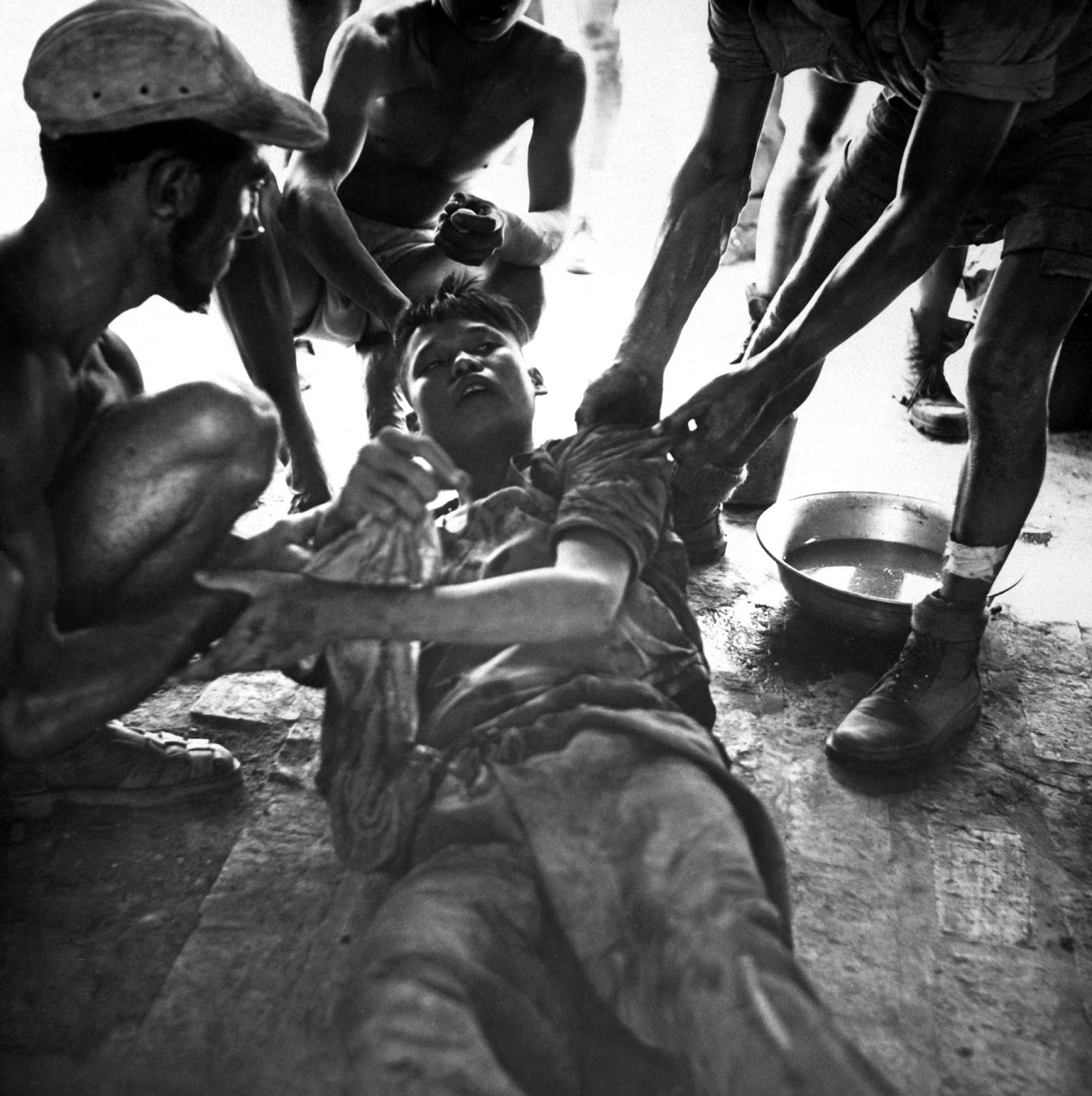 36 Amazing Historical Pictures. #9 Is Unbelievable - A wounded Vietminh prisoner is given first aid by Franco Vietnamese medics after firefight near Hung Yen, south of Hanoi, Vietnam (1954)