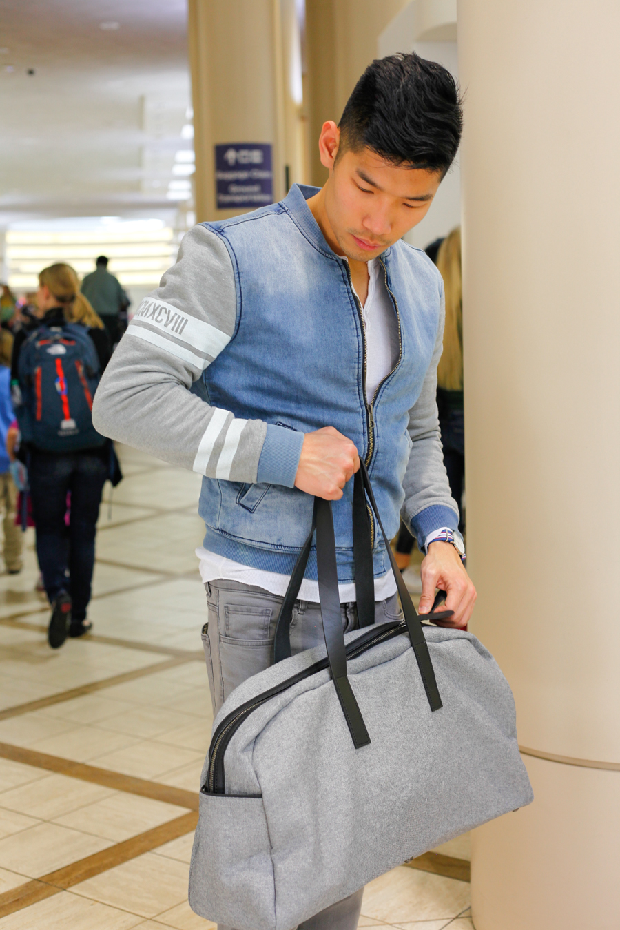 Levitate Style | LAX Airport Style, Everlane Weekender, Uniqlo Jeans