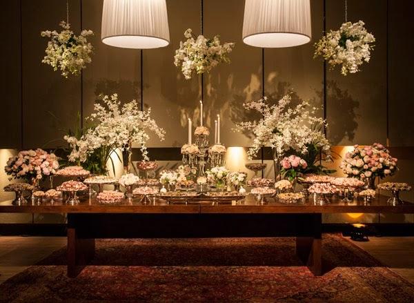 decoracao branca e dourada para casamento : decoracao branca e dourada para casamento: das almofadas deram um charme e quebraram a decor totalmente branca