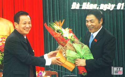 Ông Trần Thọ - Chủ tịch HĐND TP.Đà Nẵng nhiệm kỳ 2011 - 2016 (trái) và ông Nguyễn Bá Thanh (phải)