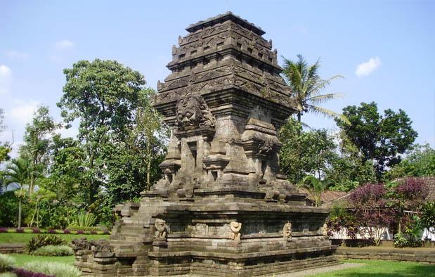yang sempat terekam dalam sejarah budaya bangsa kita Peninggalan Kerajaan Singasari, 5 Candi, 1 Arca, dan 4 Prasasti + Gambar