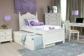 Dormitorios con muebles blancos para chicas colores en casa for Muebles romanticos blancos