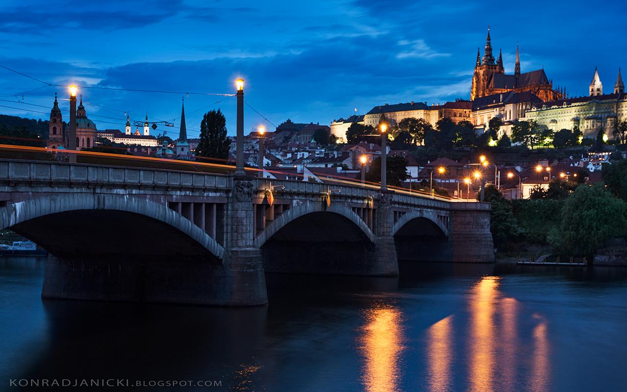widok na Hradczany nocą - Praga zabytki