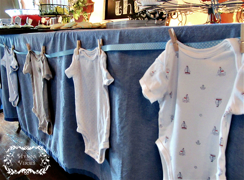 It 39 s a boy baby shower ideas hymns and verses for Baby shower clothesline decoration