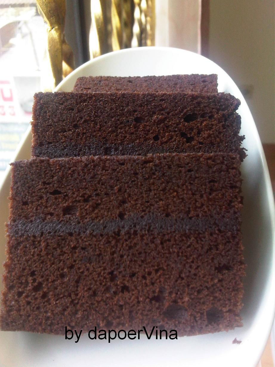 Brownies Kukus Ny. Liem dengan selai ditengahnya