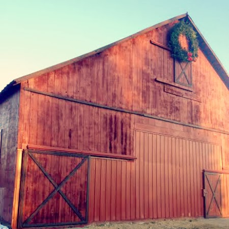 red barn & giant Christmas wreath
