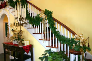 BEYOND THE FRONT DOOR: Christmas Decor for the Staircase in your Home